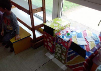 3.naše kontejnnere izložili smo u holu ispred sobe Medium