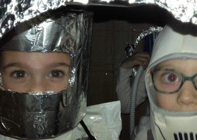 Astronauti u raketi Medium